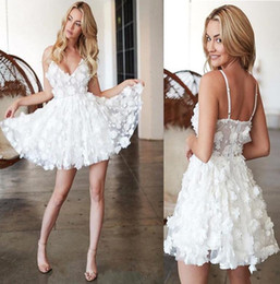 $enCountryForm.capitalKeyWord Australia - 2019 Little White Mini Short Cocktail Dresses Cheap V Neck 3D floral Lace Appliqued Short Prom Dress custom made special occasion dresses