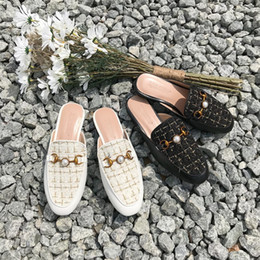 $enCountryForm.capitalKeyWord Canada - Selling woman Scuffs 2019 fashion Lady Comfortable flat shoe circle Toe cap pearl Grid pattern design Asian size 35-40