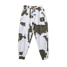 пуховые брюки оптовых-Mens Ins Hot Sell Casual Cargo Pants Camouflage Loose Fashion Capris Pants Male Seasons Hip Hop Clothing