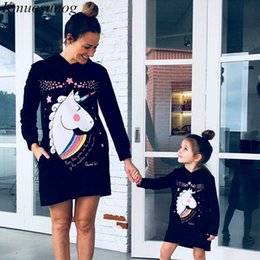 $enCountryForm.capitalKeyWord Australia - Mommy and me clothes Autumn 2019 Winter Hoodies Dress Mini Dress Cute Cartoon Print Mother Daughter Dresses Family Look C0525