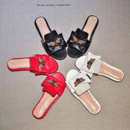 Girls Without Shoes Australia - Brand Leadcat Fenty Shoes Women Slippers Indoor Sandals Girls Fashion Scuffs Pink Black White Fur Slides Without Box High Quality