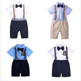 9bb626ce4 Ropa de bebé Niños Conjuntos de ropa de algodón de verano Gentleman Bowtie  Suspender Shorts Camisas Trajes Moda Casual Traje de cuatro piezas B4359