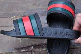 Venta al por mayor de Hombres Mujeres Sandalias Zapatos de diseño Deslizador de lujo Moda Ancho plano Resbaladizo grueso Diseñador sandalias Zapatillas Flip Flop tamaño 36-45 MEJOR CALIDAD