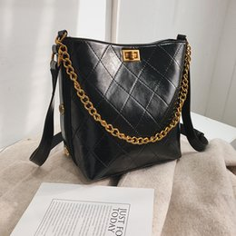 Luxury Chains Australia - Shoulder Bag Women Travel Chain Bag Pu Leather Quilted Bucket Bag Female Luxury Handbags Women Bags Designer Sac A Main Femme