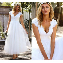 913c569213 Vestido de novia de la vendimia Longitud del té Vestido de novia de encaje  corto 2019 Falda de tul Cap Manga Vestidos de boda Vestido de Novia Gelinlik