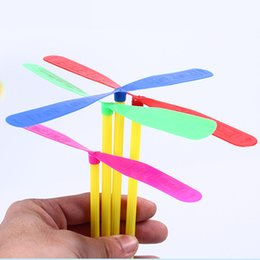 Wholesale 6 Inches Large Size Bamboo Dragonfly Bamboo Copter Plastic Dragonfly Toy Multi Colored Great Party Favors for Kids