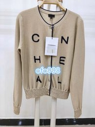 Venta al por mayor de De gama alta para mujeres suéter de punto Cardigan CREW NECK impresión de la letra botón de gama alta moda Flexible elástico suéter multicolor de punto cardigan