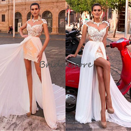 $enCountryForm.capitalKeyWord Australia - Fashion Champagne Hi low Wedding Dresses With Detachable Train Short Lace Country Street Bridal Gown Fitted Illusion Back boho wedding dress