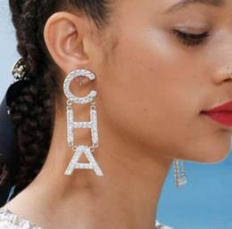 Vente en gros 2019 Nouveau Concepteur Complet Strass Lettre Gland Boucles D'oreilles Pour Les Femmes mode Boucle D'oreille Bijoux Cadeaux Or et Argent