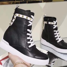 $enCountryForm.capitalKeyWord Australia - 2019 short boots in autumn and winter Leather laces for and women shoes with Designer Fashion Martin boots Casual Sports shoes vv2