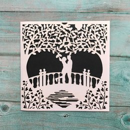 chinese engagement cards UK - 30pcs Hollow Laser Cut Wedding Invitation Card Romantic Lovers Engagement Ceremony Invitation Card Creative Party Decoration