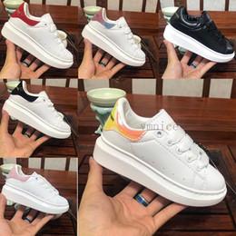 2019 бархат Детская обувь chaussures enfants Повседневная обувь на платформе роскошные дизайнеры обувь кожа Белый Александр Маккуин на Распродаже