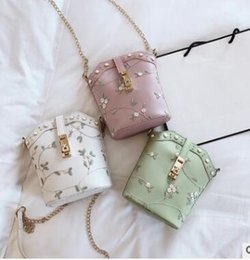 $enCountryForm.capitalKeyWord Australia - the same style of 2019, the medieval bag is versatile with the diagonal cross bag, lady's canvas bag and printed tote bag 01