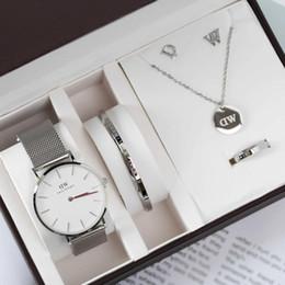 DW Womens Edelstahl Strip Dial 36mm Quarzuhren und Schmuck 5 Stück pro Set mit Geschenkbox Daniel Wellington For Valentine im Angebot
