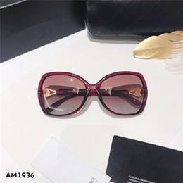 $enCountryForm.capitalKeyWord Australia - Designer designed ladies' sunglasses fashion crystal brand sunglasses polilai hd lens premium quality brand box packaging