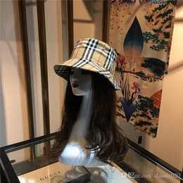 Wholesale hot summer tops for women online – Fashion Top classic bucket cap Foldable Fishing Caps king bucket hat Hot Beach Sun Visor Sale Folding Man Bowler Cap For Mens Womens