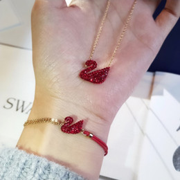 $enCountryForm.capitalKeyWord NZ - hot Red Swan Bracelet Girl Red Velvet Swan Bracelet Charm Bracelet Women Elegant Ladies Silver Jewelry