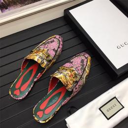 $enCountryForm.capitalKeyWord Australia - Cheap Luxury Designer Men Casual Shoes Cheap Best High Quality Mens Fashion Sneakers Party Platform Shoes Velvet Chaussures Sneakers F06