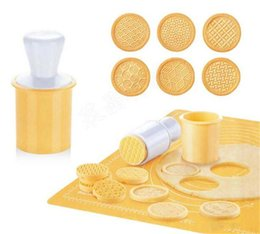 Cartoon Stamping Australia - Hot Bar 6pcs set Cartoon Cookie Stamps Moulds Christmas Tree Cookie Tools Cake Decoration Bakeware Kitchen Gadgets Accessories Supplies