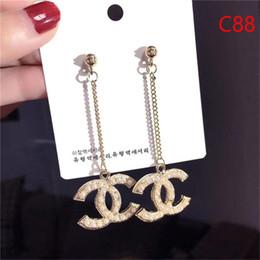 Sıcak satış en Kaliteli Lüks elmas Damla Küpe ile elmas Moda metal Mektubu marka adı S925 gümüş küpe gümüş iğne indirimde