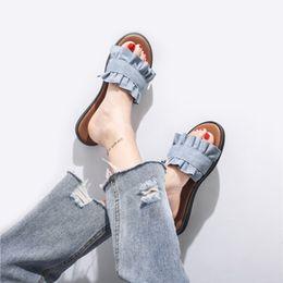 cff7331e1 Chinelos mulheres Coreano Moda Agaric-Em Forma de Rendas Chinelos de Verão  Denim Enrugado Sandálias Femininas Praia Plana Slides Zapatos