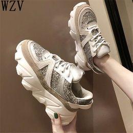 1bc68eb77 2019 Mulheres Primavera Sapatos Casuais Mulher Plataforma De Lantejoulas  Sneakers Lace-Up Cunhas Sapatos para As Mulheres Zapatos Mujer K66