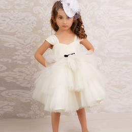 China Lace Spaghhetti Flower Girls Wedding Dresses White Strapless Tulle Knee Length Sweetheart Neck Girls Pageant Dresses For Weddings Ball Gown cheap strapless black dresses for graduation suppliers