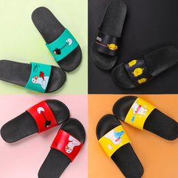 cute home slippers NZ - PKSAQ summer slippers Indoor slippers Flip Flops bathroom home women cute cartoon yellow duck Badslippers Couple