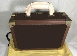 Kahverengi çiçek mo. Sert taraflı bavullar, bir mücevher kutusu da veya pamuk torbası, müşteri siparişidir.