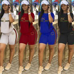Designer de Womens de luxo t Camisas 2 Peça Shorts Set Listrado Tripulação Pescoço Top Shorts Calças de Verão Da Marca Outfits Trendy Streetwear C6608 em Promoção