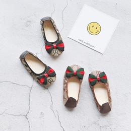 $enCountryForm.capitalKeyWord Australia - Fashion Kids Girls Flat Shoes Designer Children Casual Soft-soled Shoes Stitching Pattern Bow Baby Girl Princess Sneakers