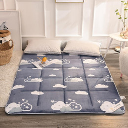 venda por atacado Thick flanela Tatami Folding Kingsize pad Bed Cushion para casa Super macio morno colchão Pad material de segurança Quarto Funiture