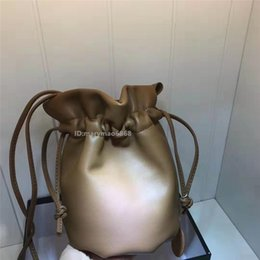 $enCountryForm.capitalKeyWord Australia - Fashion Genuine Leather Mini Drawstring Bucket Bags Luxury Designer Single Shoulder Messenger BagLUXURY Bags wallets 20*14*9CM