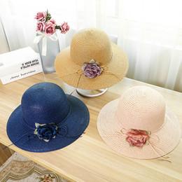 3d945ca7 Sombrero de paja de verano de ancho ala flor Viseras de playa UV Bucket Hat Beige  Blanco Caqui Azul marino Color rosado para venta al por mayor