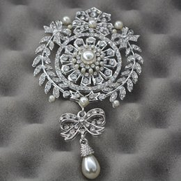 gold tone christmas brooch NZ - Fashion Jewelry Brooches 4.5 Inch Extra Large Size Big Brand Luxury Flower and Bow Design Drop Pearl and Crystal Brooch Wedding Silver Tone