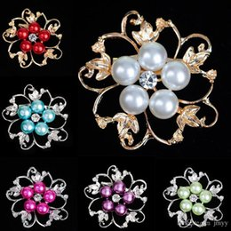 gold green flower brooch UK - Factory Price Fashion Lady Brooches Acrylic Pearl Alloy Flowers Rhinestone Brooches For Women Banquet Party Gift