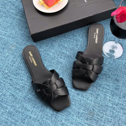Crystal Heads Australia - Quality Best slippers rivet crystal brand version of the slide head beach shoes luxury 2019 new slippers wome