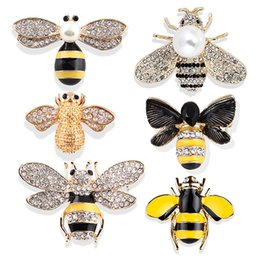 Wholesale Designer Insect Bee Brooches Pins for Women Men Child High Quality Rhinestone Crystal Buckle Cute Brooch Jewelries Fashion