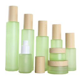 $enCountryForm.capitalKeyWord Australia - Green Frosted Glass Jar Empty Refillable Cosmetic Container Cream Pot Spray Lotion Pump Bottle with Imitation Wooden Caps