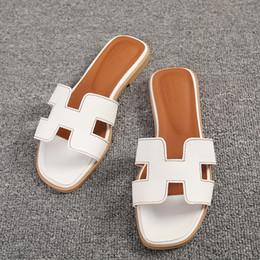 Vente en gros Nouveau femmes designer chaussures plates à bout ouvert en cuir sandales chaussures dames luxe de la mode mariage diapositives sandales