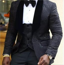 Ingrosso Smoking dello sposo Groomsmen Rosso Bianco Nero Scollo Risvolto Best Man Suit Matrimonio Giacca da uomo per uomo Custom Made (Jacket + Pants + Tie + Vest) 702
