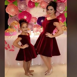 Picture Dress Mother Daughter Australia - Burgundy Simple Cheap Velvet Mother and Daughter Prom Dresses Off the Shoulder Knee Length Cocktail Gown Abric Dubai Party Gowns