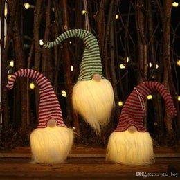 Venta al por mayor de Gnomos de Navidad suecos Colgante de muñeca de felpa con barba larga y sombrero a rayas Decoración de adornos colgantes de luz nocturna de Navidad