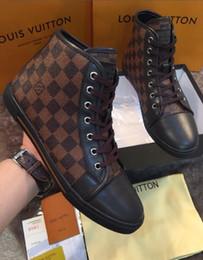 Vente en gros Nouveaux Hommes Chaussures Adulte Léger Baskets Respirant Casual Chaussures De Mode À Lacets Pour Hommes Mesh Flats Chaussure En Plein Air Marche Casual Baskets Hommes