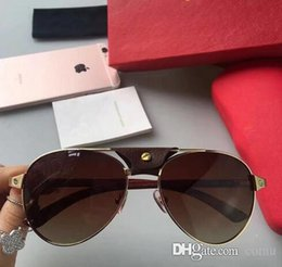 luxury picture frames Australia - 2018 NEW Free shipping luxury sunglasses 8200862 design lens and UV-400 lens Picture frame and its metal leg is wrapping material