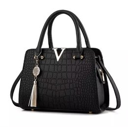 fringed handbags Canada - woman fashion Crocodile leather V letters Designer Handbags Luxury quality Lady Shoulder Crossbody Bags fringed Messenger Bag