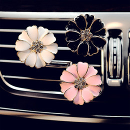 Car Perfume Clip Home Essential Oil Diffuser For Car Outlet Locket Clips Flower Auto Air Freshener Conditioning Vent Clip 3colors GGA2580 on Sale