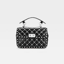 $enCountryForm.capitalKeyWord NZ - Belle2019 Woman Sheepskin Genuine Leather White Rivet Bag Single Shoulder Span Portable Small Square Package