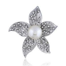 $enCountryForm.capitalKeyWord NZ - Korean version of Baitao Flower Brooch women fashion luxury Pearl Brooch inlaid zircon lotus pin sweater accessories