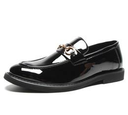 Christmas Gift Shoes Australia - Leather men leisure dress shoe part gift doug shoes Metal Buckle Slip-on man lazy falts Loafers Zapatos Hombre
